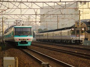 キハ181系と381系(茨木~千里丘)